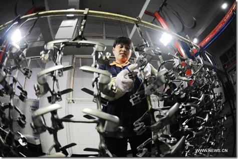 14 08 07 China worker
